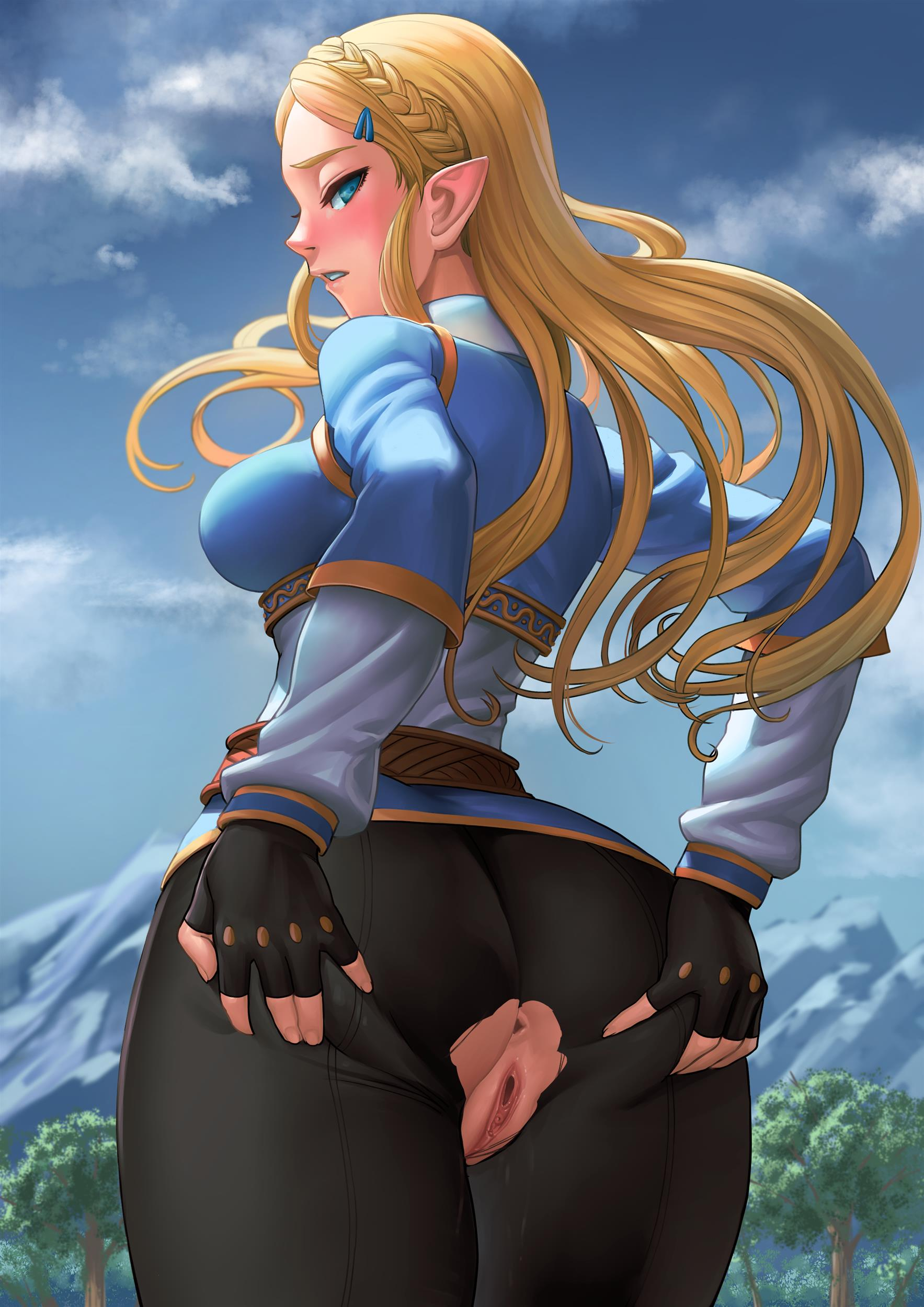 Zelda has a hole in her pants exposing her pussy